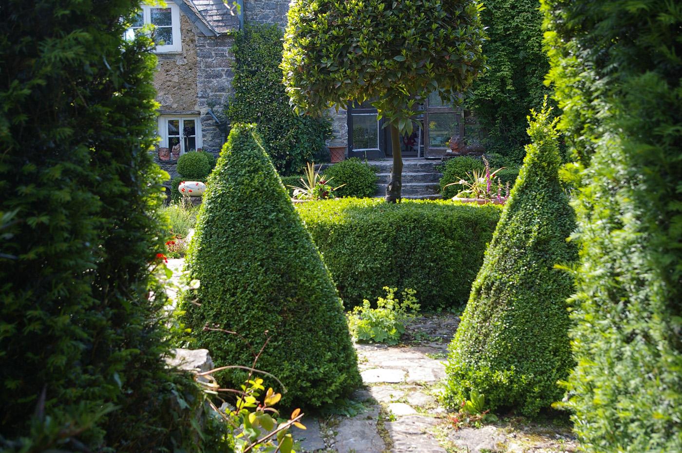 Period gardens garden design green earth landscape for Garden design qualifications